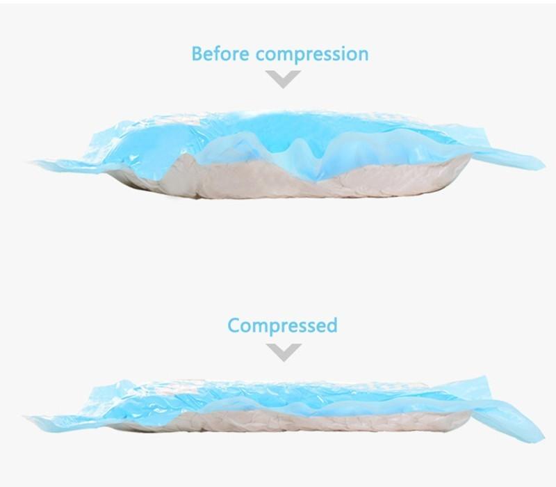 2Pcs / Lot Hand Pressure Hand-Rolled Compressed Space Vacuum Seal Saver Storage Travel Bag Compression Space Saver Color Random