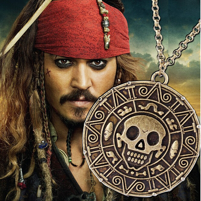2015 Hot Free shipping Movie Jewelry Pirates of the Caribbean Aztec Skull Pendant Exaggerated Jewelry Men