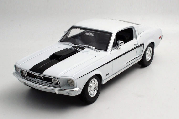 Brand New MAISTO 1/18 Scale Car Model Toys USA 1968 Ford Mustang GT Cobra Jet Diecast Metal Car Model Toy For Collection/Gift(China (Mainland))
