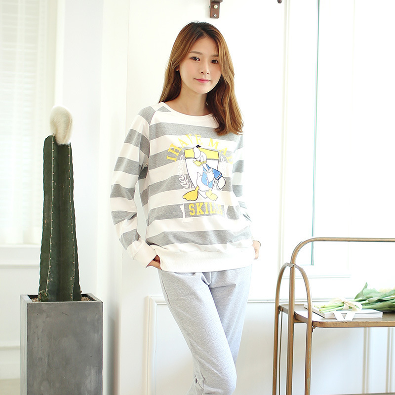 New 2015 Korea Sport Style Casual Cartoon Duck Striped Pajamas Young Girl Home Suit Outdoor
