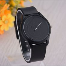 Quartz in the latest fashion women's watches, luxury leisure men's wrist, high-end neutral fashion watches.Plastic material