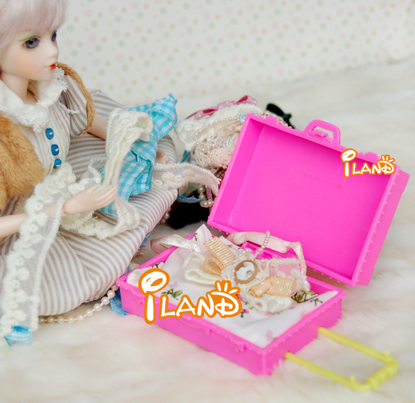"iland 1/12 Dollhouse miniature plastic luggage case/carrier pink for dolls 2.75""x2""inch Free Shipping Classic toys(China (Mainland))"