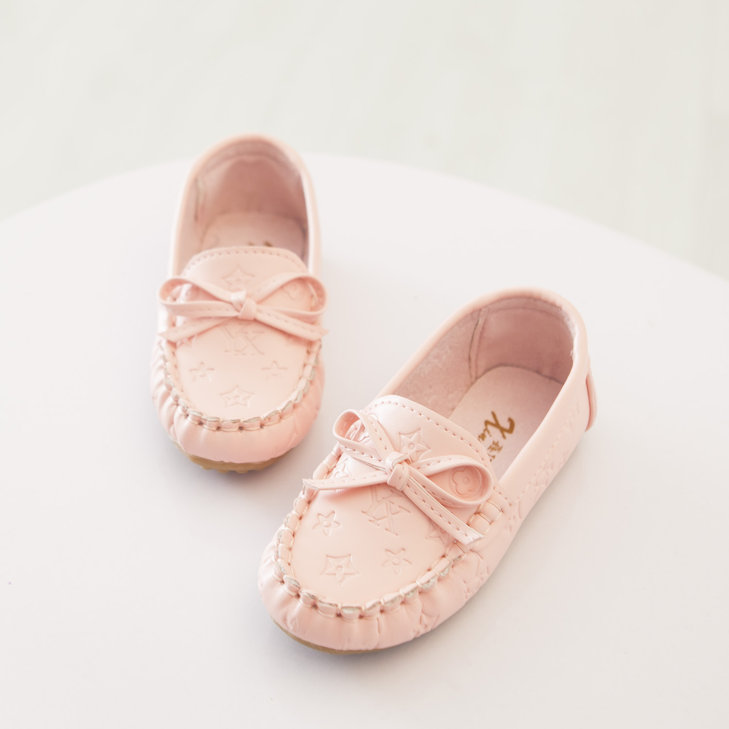 2015 Autumn Children Shoes Girls Shoes Slip ON Moccasins for Boys High Quality Leather Flat Shoes Fashion Bowknot Kids Sneakers<br><br>Aliexpress