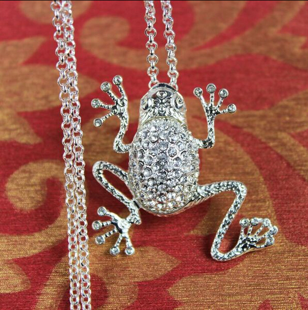lovely animal metal frog crystal rhinestone long pendant necklace(China (Mainland))