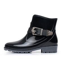 Lizeruee Neue Design Regen Stiefel Wasserdicht Flache Mit Schuhe Frau Regen Frau Wasser Gummi Stiefeletten Schnalle Botas WS270(China)