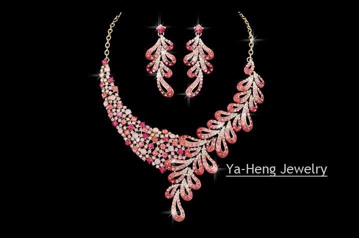 Свадебные комплекты ювелирных изделий Листья Стиль Чешский Хрусталь горный хрусталь свадьбы ожерелье серьги Женщины Ювелирные Аксессуары