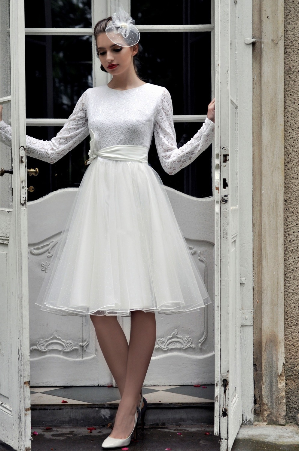 Short wedding dresses with long sleeves for Good wedding dresses for short brides