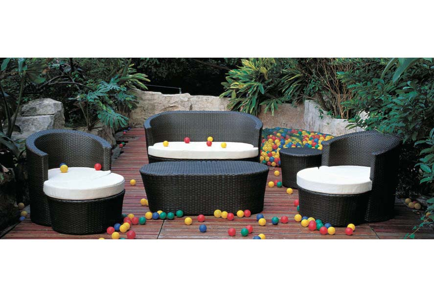 Modern outdoor furniture cheap 19 - Practical and affordable contemporary plastic garden furniture ...