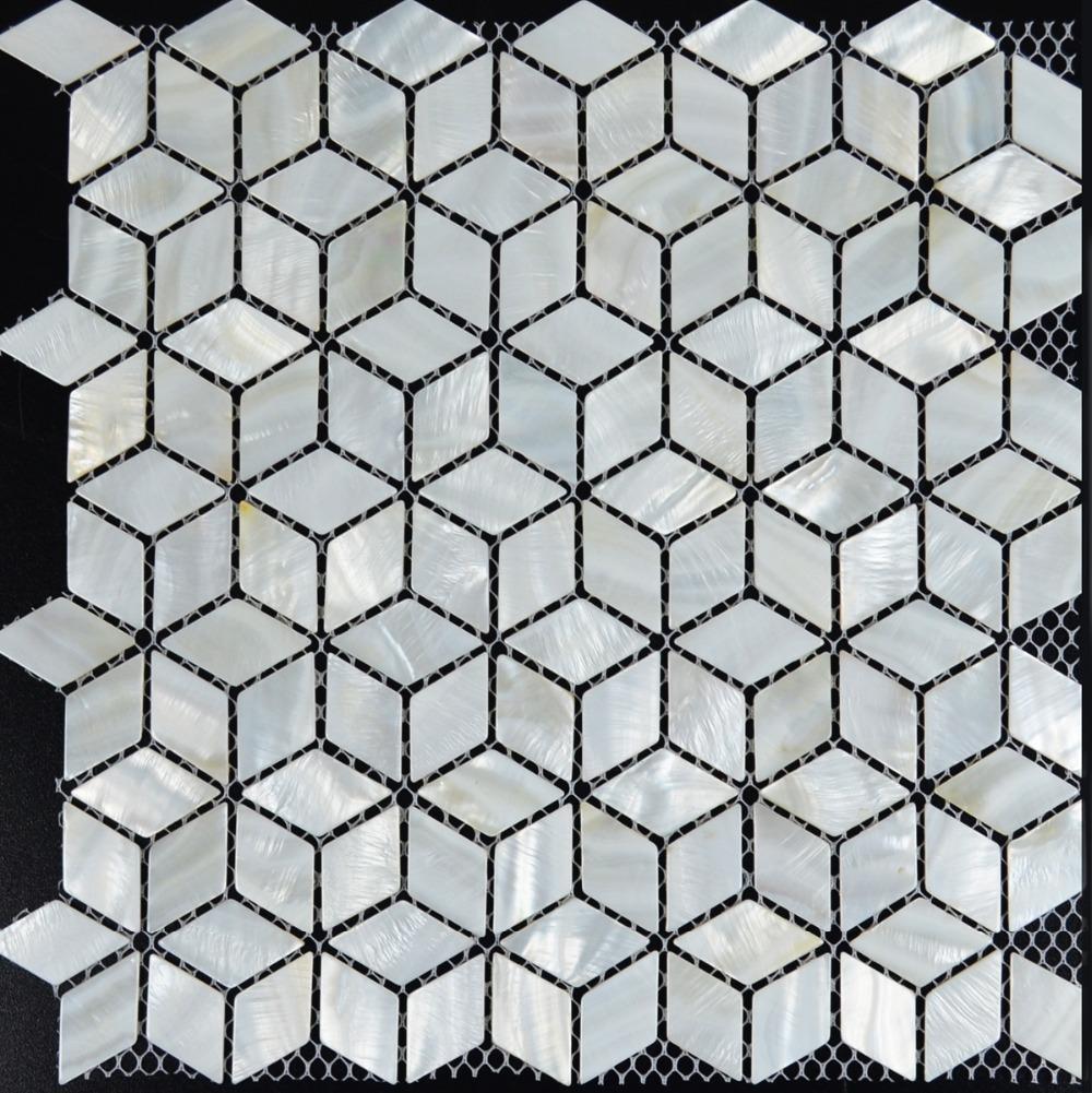 Diamond pattern tile backsplash