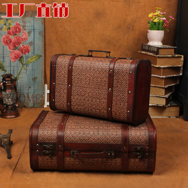 The new European-style retro antique suitcase storage box to do the old wooden window display box finishing filming props<br>