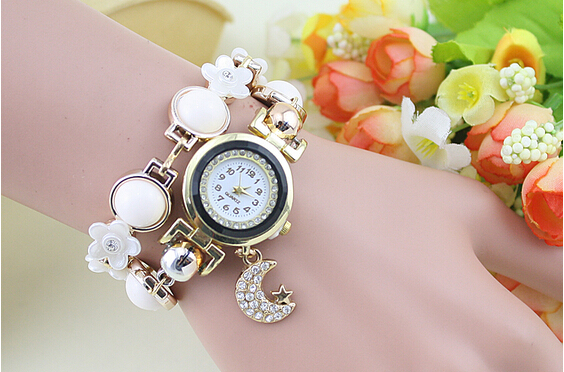 Fashion Women Sweet Moon Pendant Watches Ladies Flowers And Pearl Surround Bracelet Quartz Wristwatches(China (Mainland))