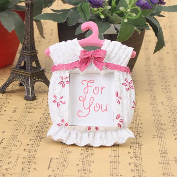 Hot Fashion Resin Baby Shower Clothes Pattern Baby Photo Frame Small P-ink Picture Frame Gifts Home Decor(China (Mainland))