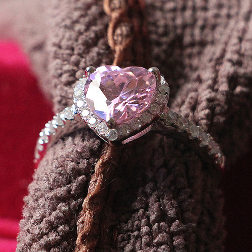 Nice Looking 2CT Heart Shape Pinky Synthetic Diamond Bridal Fine Jewelry Genuine Pure White Gold 18K Au750 Ring Last Forever(China (Mainland))