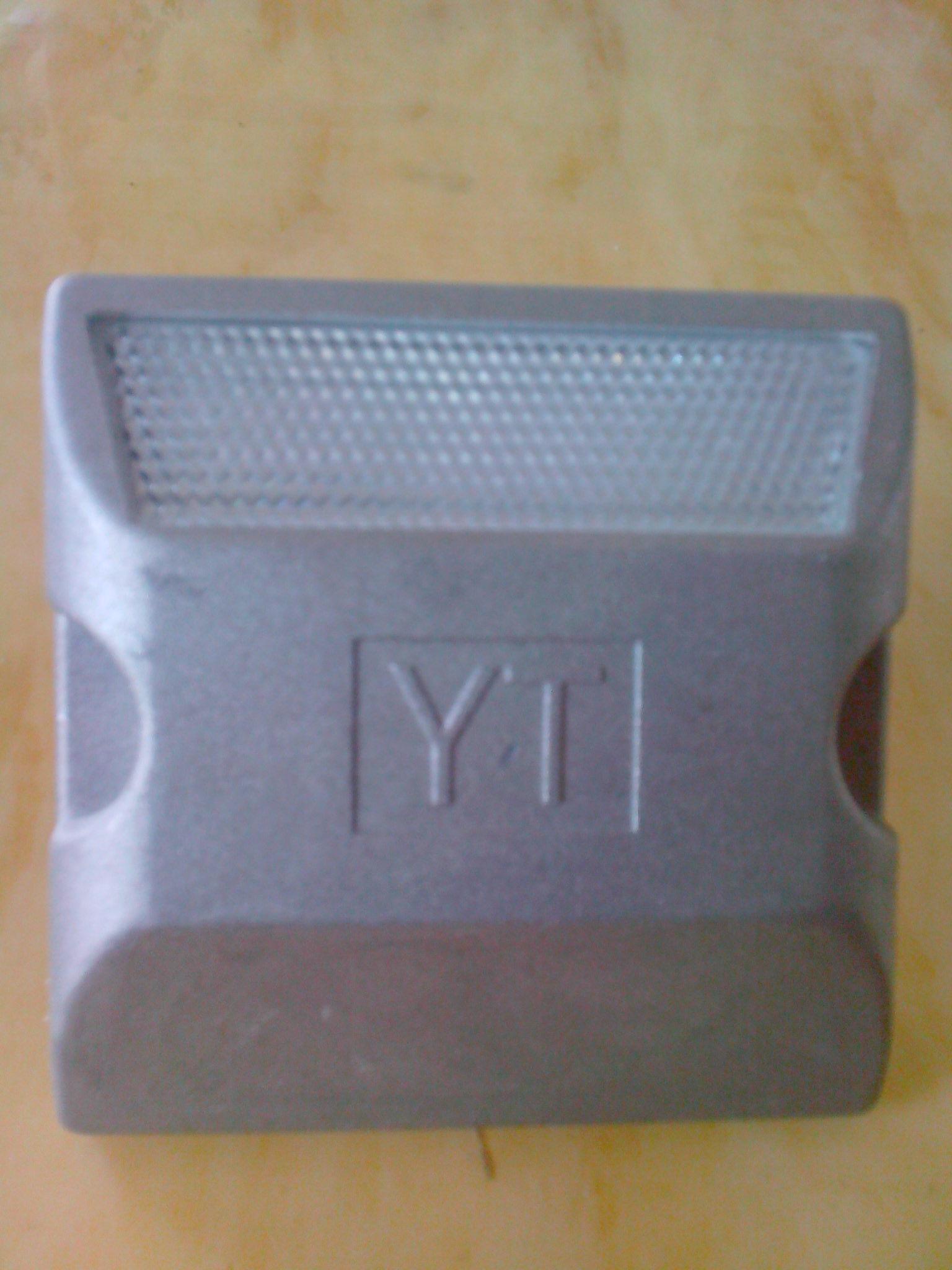 В объектов из алюминия шип отражающий двойной замедления
