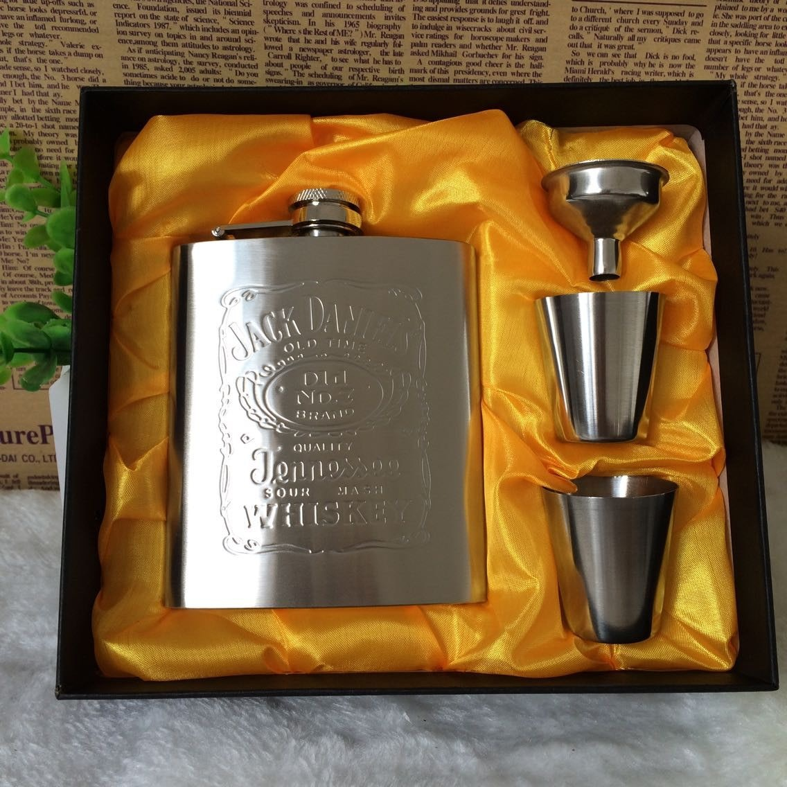 Portable Stainless Steel Hip Flask Metal Flask Sets Gift Travel Whiskey Alcohol Liquor Bottle Flagon Male Small Mini Bottles(China (Mainland))
