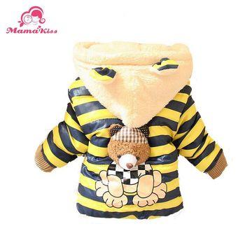 Срок годности короткая перо зима младенцы одежда мальчики девочки комикс медведь дизайн верхняя одежда для новорожденных пальто A308
