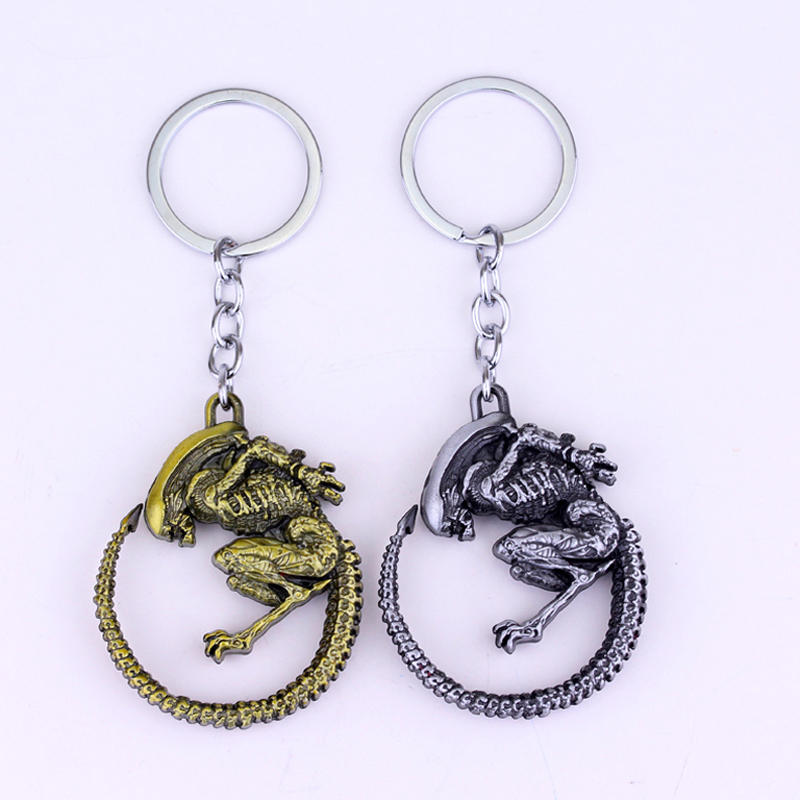 Men Jewelry Game Aliens Predator AVP Keychain 4.2x5.2cm Horror Films Alien Queen Alloy Gold Silver Color Key Chain Rings(China (Mainland))