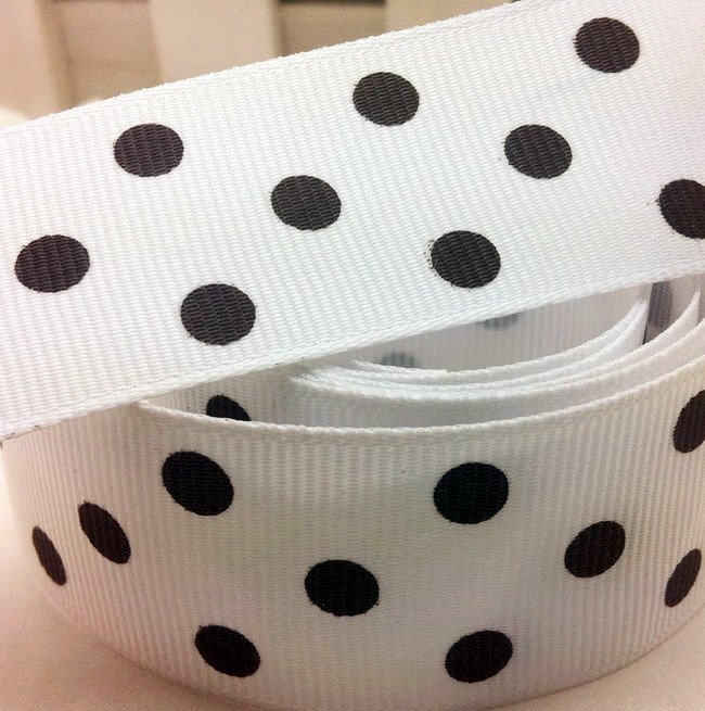 "Free shipping 1"" (25mm) Grosgrain ribbon Polka Dots printed white ribbon with black dots, DIY hairbow accessories, gift package(China (Mainland))"