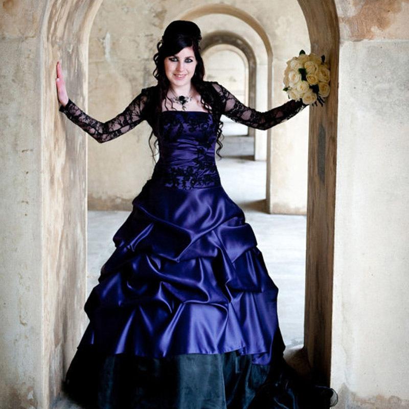 Atemberaubende Lila Gothic Hochzeitskleid Offbeat Alternative ...