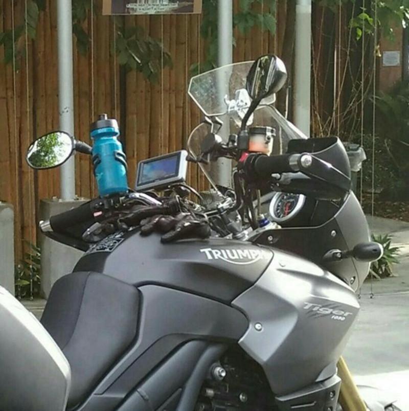 Купить Воздушный поток Регулируемая Ветрового Ветер Дефлектор Универсальный Мотоцикл Лобовое Стекло для Триумф Aprilia KTM Победы Все WindshieldModel