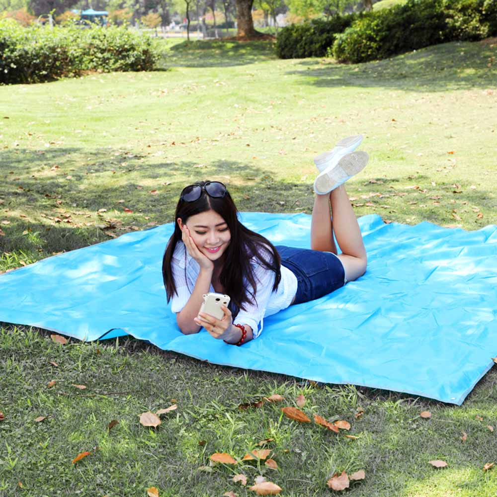 215 * 215cm Outdoor Moistureproof Foldable Camping Mat For Picnic Sand Free Mat Blanket Pad for Camping Hiking +Storage Bag(China (Mainland))