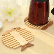 2 pcs/set 16.5*17.5cm Bamboo Tableware Placemat Table Mat Fish Apple Shape Heat Insulation Coaster Dining Table Placemats.(China (Mainland))