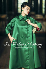 Le Palais Vintage elegant retro 60 years modern large emerald silk long coat/umbrella-type - Palace store