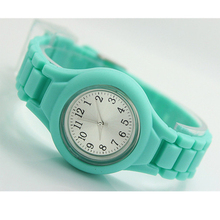 Casual Watch Geneva Unisex Quartz watch 15color men women Analog wristwatches Sports Watches jelly Silicone watches(China (Mainland))