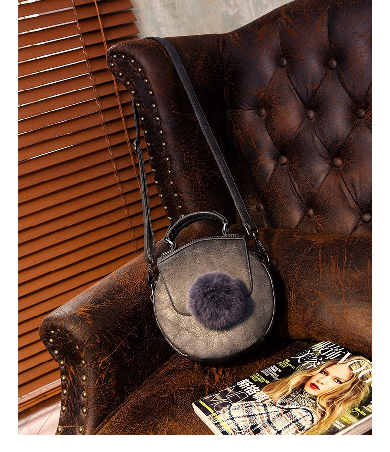 New Retro Small Circular Bag Cute Fur Ball Women Cheap Fashion Hand Bag Vintage Rivet Shoulder Bag Ladies Designer Crossbody Bag