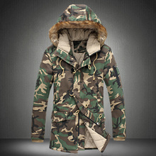 Pánská dlouhá zimní maskáčová bunda s kapucí