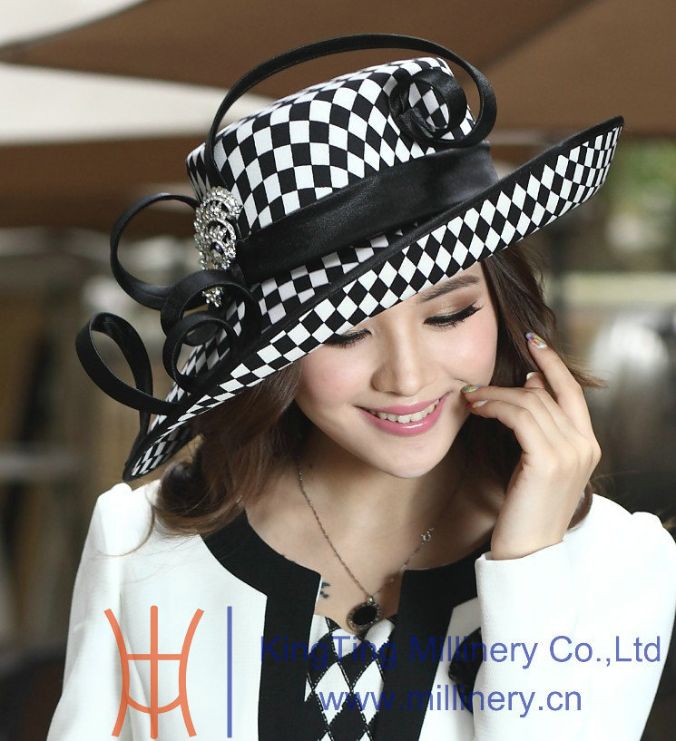 What to Wear to the Kentucky Derby at the Kentucky Derby. The Kentucky Derby is the th renewal of The Greatest Two Minutes in Sports. Live odds, betting, horse bios, travel info, tickets, news, and updates from Churchill Downs Race Track.