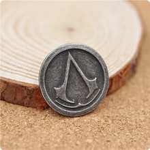 Assassins creed brooch pin vintage retro game Ezio Deiss Mond cosplay jewelry for men and women wholesale