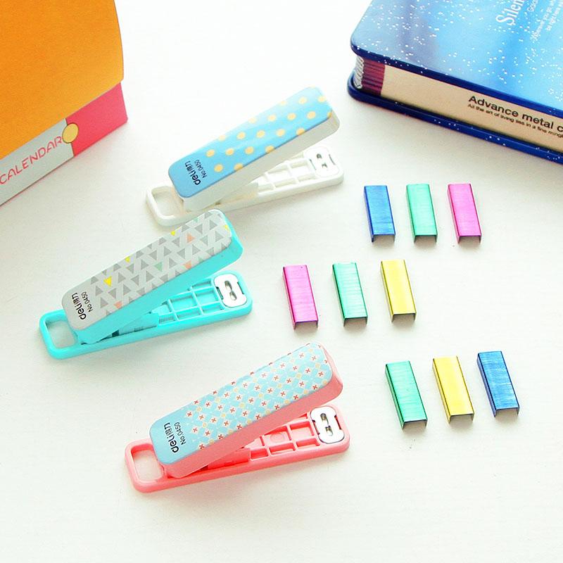 800Pcs 4 Color Staples Mini manual stapler Set Cute grapadora Stationery office accessories zakka school supplies(China (Mainland))
