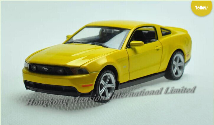1:32 Scale Diecast Alloy Car Model For Ford Mustang GT 2012 Collection Pull Back Car Toys With Sound&Light-Yellow/Blue/White/Red(China (Mainland))