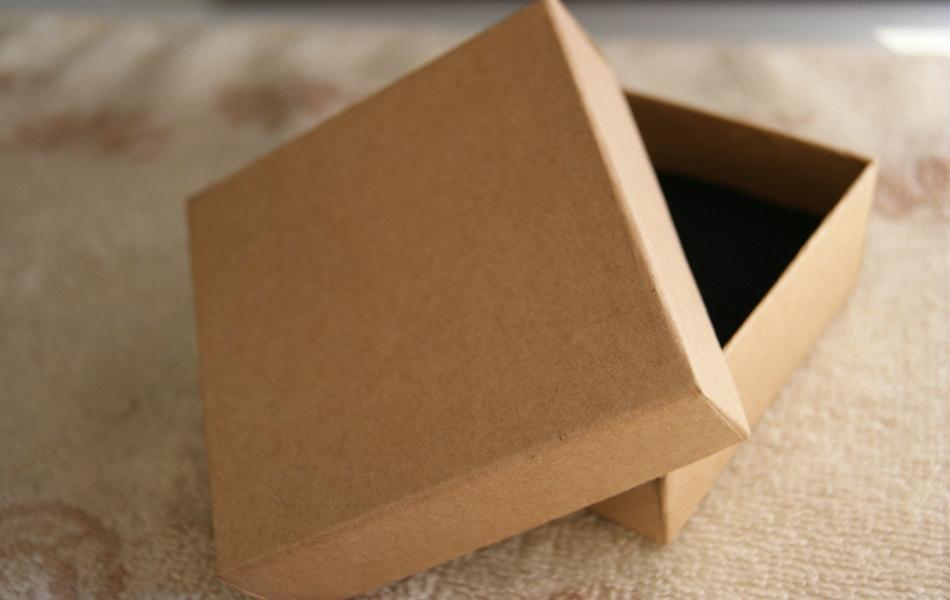 Free Shipping Wholesale 30pcs/lot 9.5x9.5x3.3cm Kraft Paper Box Bracelet/Necklace Box Jewelry Box(China (Mainland))