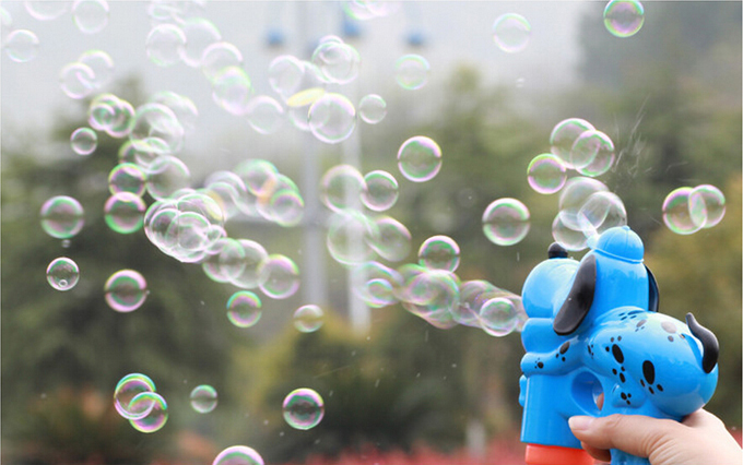 2014 new bubble blower automatic water bubble gun for for How to make bubbles liquid at home
