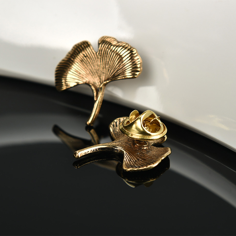 Fashion Ancient Golden Ginkgo Leaf Brooches Wedding Mens Suit Brooch Female Party Dress Collar Pin Metal Lapel Pin Accessories(China (Mainland))