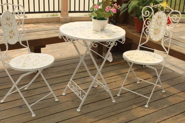 Mosaico mobili da giardino tavoli e sedie da giardino in for Tavoli da giardino in ferro ikea