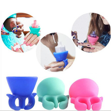 new arrival 1pc portable woman lady girls Silicone Finger Wearable Nail Polish Holder Display nail tool accessory(China (Mainland))