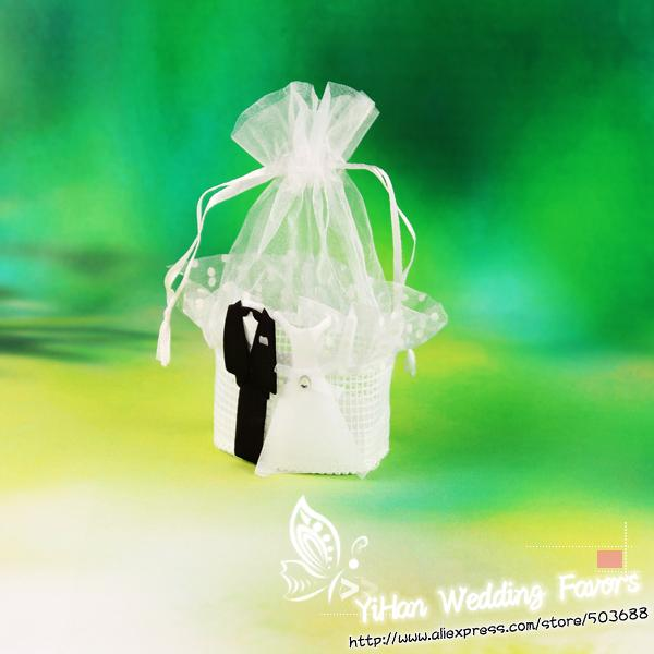 2014 New Arrival Bride and Groom Stick On the Lace and Organza Basket Wedding Candy/Chocolate Bag/Bags Packaging Bag(China (Mainland))