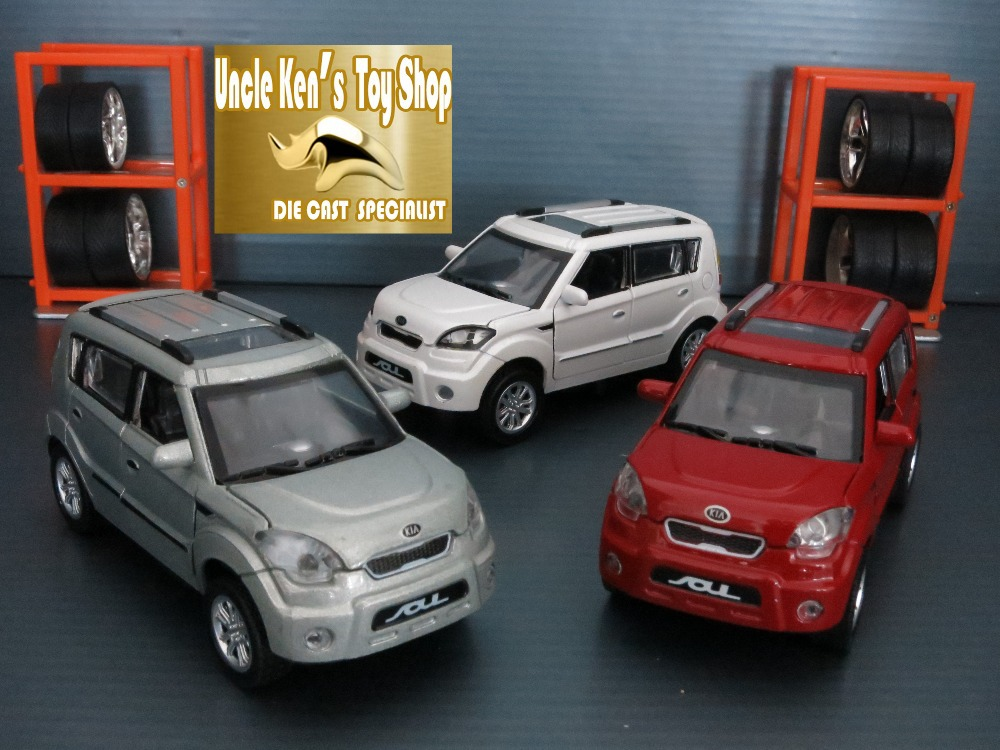 Jouet 1 32 scale die cast model cars, Soul Kia car model with openable door/pull back function, musicial kids toys(China (Mainland))