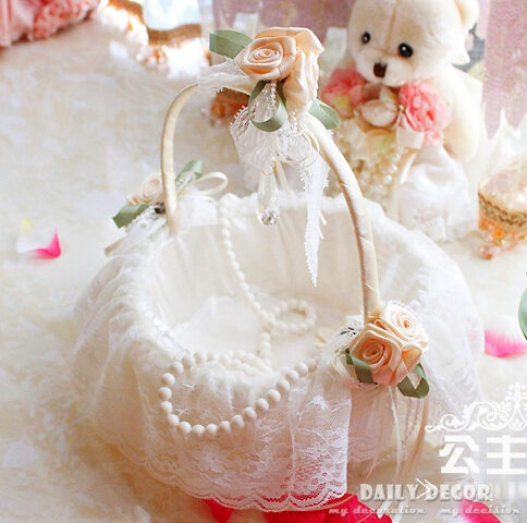 Bridal White Lace Decorated Flower Girl Wedding Basket Wedding Shopping Basket Accessories