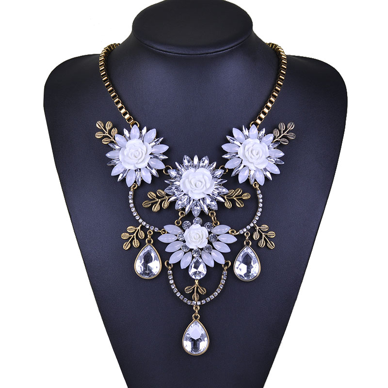 X070 Factory price 12pcs Women Accessories Bohemia Luxury Crystal Flower Choker Bib Statement Necklace For Wedding Party<br><br>Aliexpress