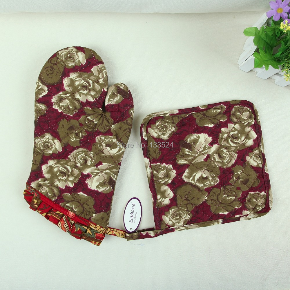 Euphoria natural cotton quilted print oven mitt mitten pot for Quilted kitchen set