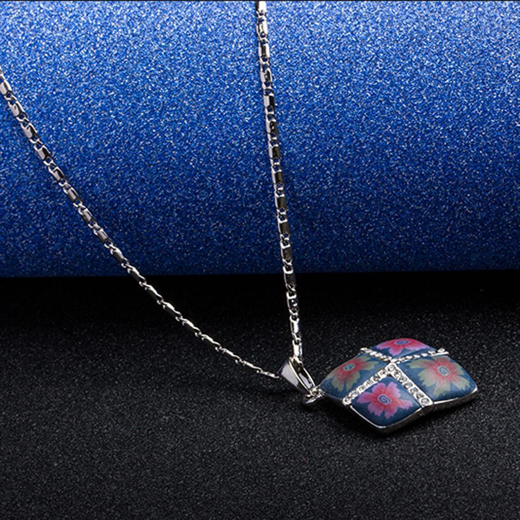 Women summer jewelry decoration Rhombic Blue Flowers Painting Pendant Necklace fashion jewelry(China (Mainland))