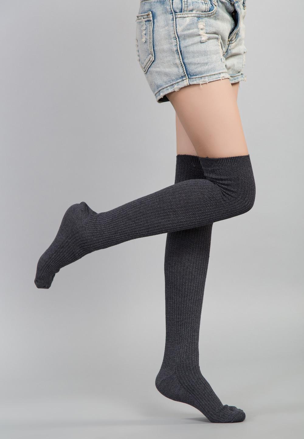 секс фото женщины в белых шерстяных носках
