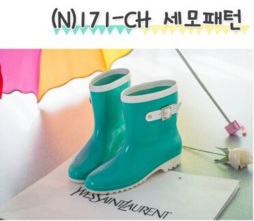 2015 Spring/Summer Rain Boots Women Fashion Patent Leather Mid-Calf Waterproof Rain shoes Flat Heels Korean Jelly Lady's  Shoes