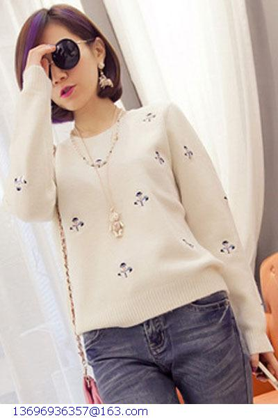 2015 New Arrival Women Sweater Christmas Snowman Embroidery White Winter Pullover Sweater LC27564(China (Mainland))