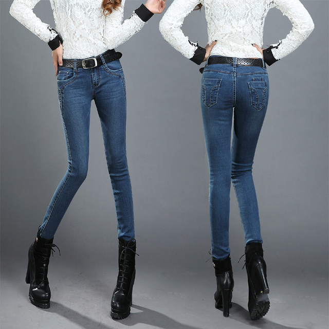 With regard to the W/L size, W stands for waist width (it comes from Waist = W) and L stands for leg length (L = Length). Each pants size that is labeled in inches includes these two figures. For example, if you have a jeans size 36/32, the number 36 means that you have a waist width of 36 inches.