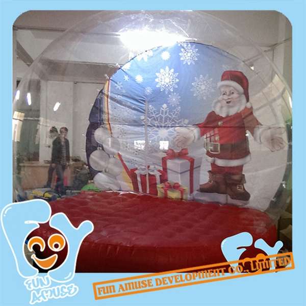 Outdoor inflatable christmas snow globes images for Outdoor christmas globes